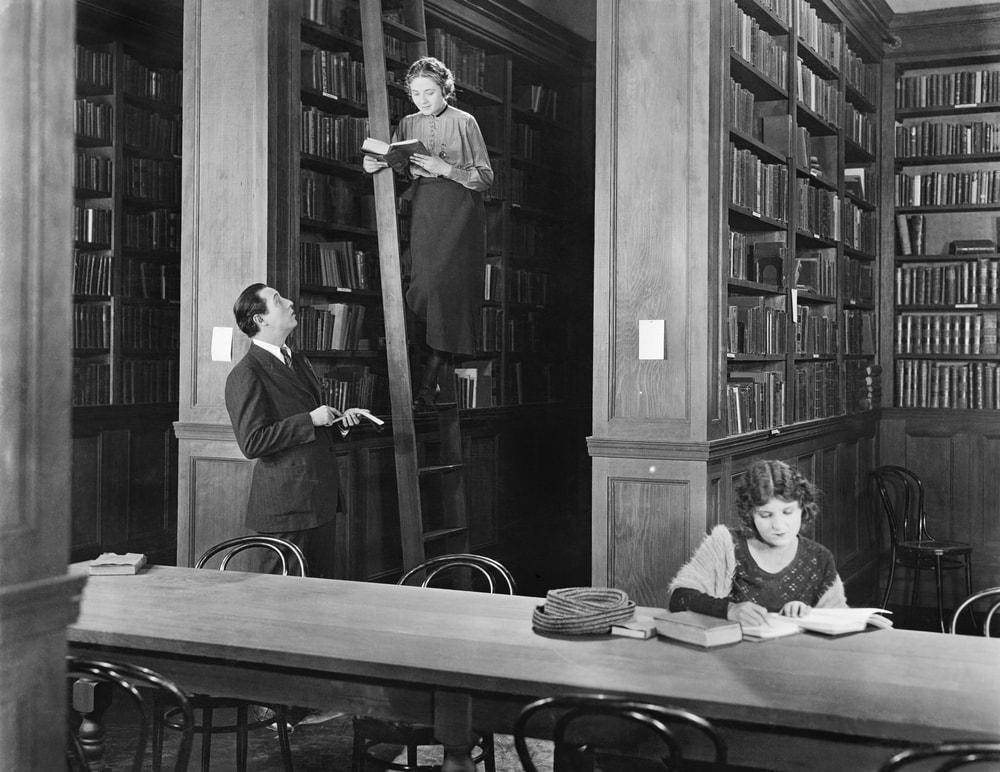 Descubre la profesión del bibliotecario a través de un corto difundido en 1947