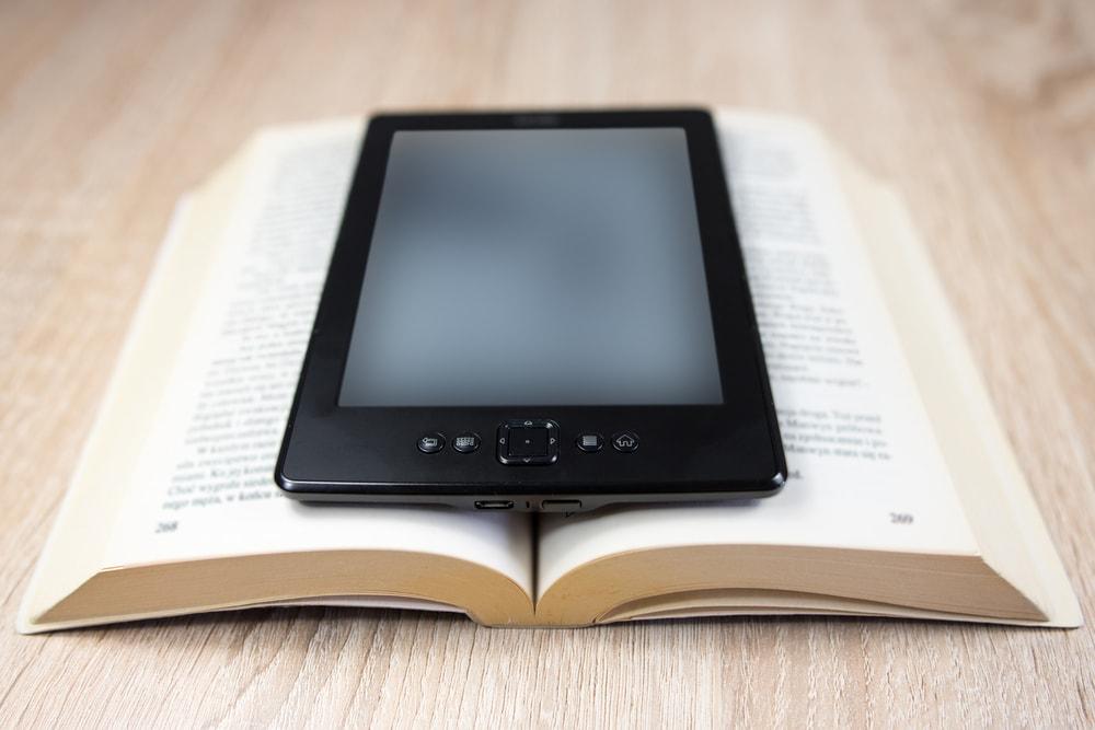 El IVA de los libros y ebooks frena la economía e impulsa la piratería