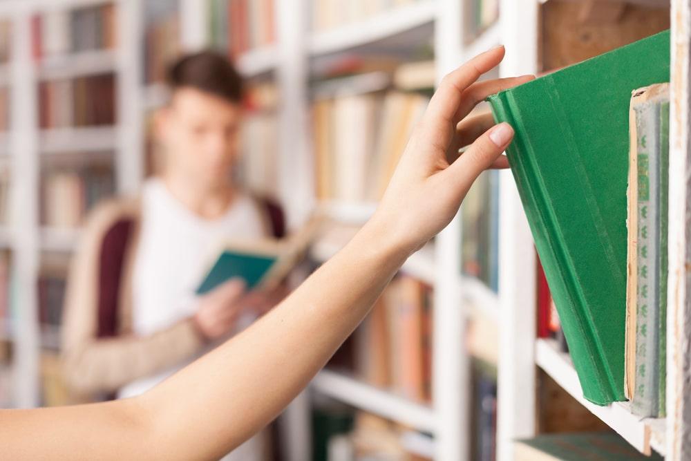 El préstamo de libros ha sido, es y seguirá siendo el servicio estrella de las bibliotecas