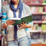 Lee las primeras páginas de los libros antes de acercarte a la biblioteca a buscarlos