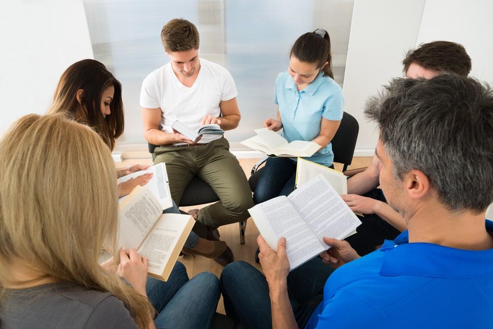 La biblioterapia asume que la lectura tiene propiedades para tratar de sanar a las personas