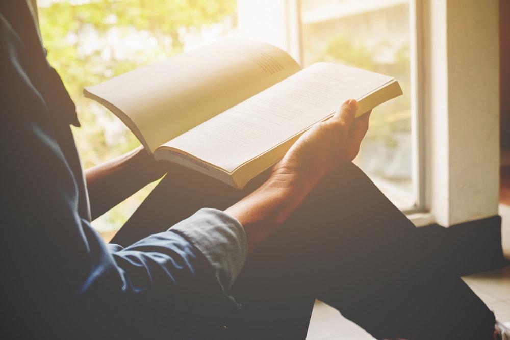 La pasión y el conocimiento son imprescindibles para recomendar libros desde la biblioteca