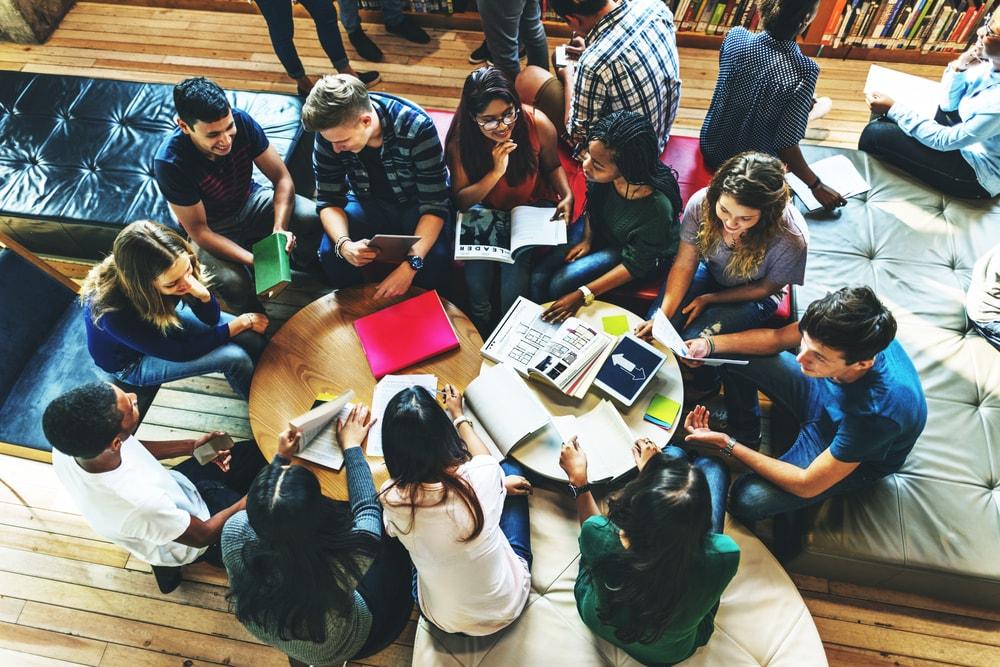 Las bibliotecas escolares son o deben ser espacios creativos para el aprendizaje
