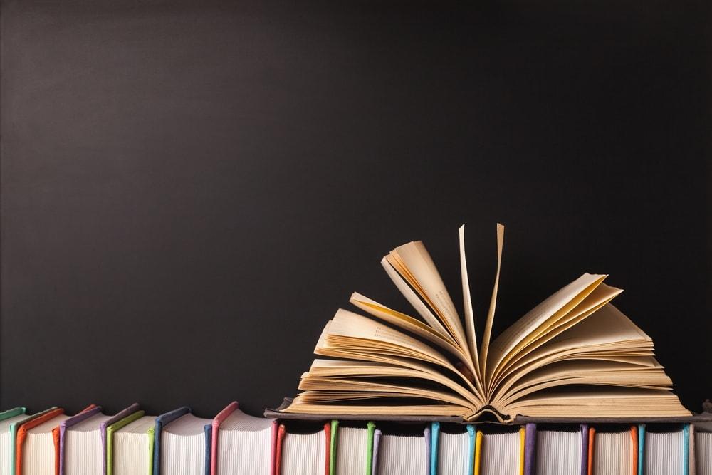 Las bibliotecas están cargadas de libros, pero hay unos que destacan sobre el resto
