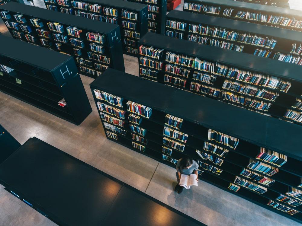 Las bibliotecas juegan un papel fundamental en el desarrollo de las personas y de las sociedades