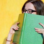 ¿Cuál es la causa que hay detrás del olor de los libros?