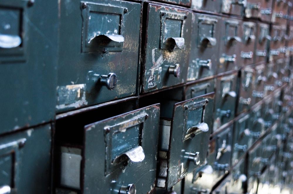 Los factores del deterioro de los documentos en papel y de los documentos electrónicos