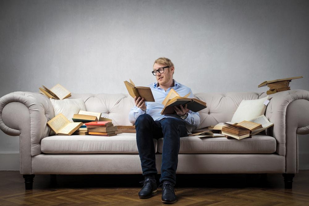 Los lectores de libros leen una media de 13 libros al año en España