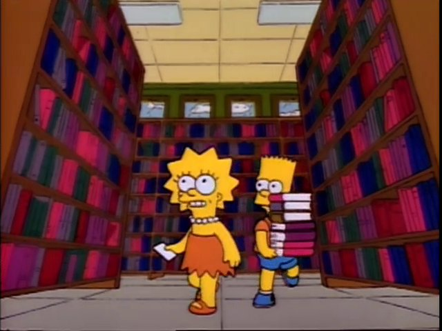 Paseo entre las estanterías de la biblioteca en búsqueda de libros