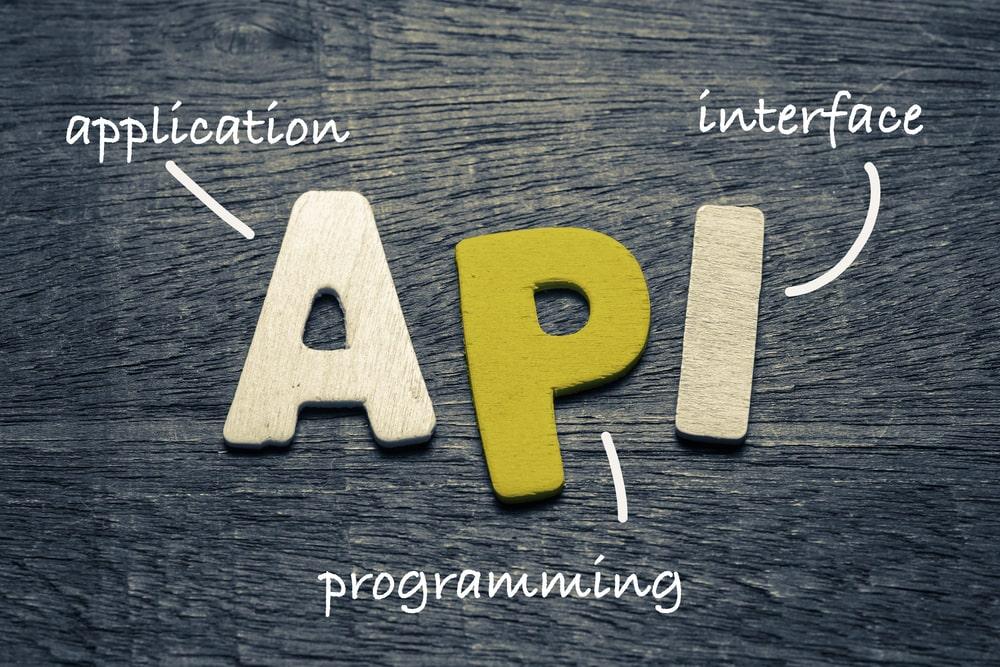 Qué puedo hacer con el módulo API de AbsysNet en mi biblioteca