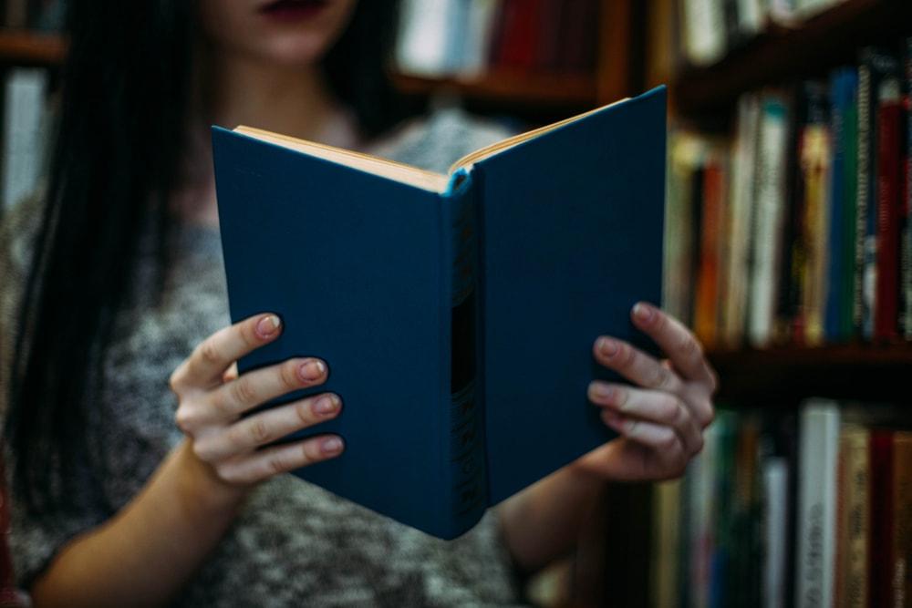 Un libro nuevo y con reconocimiento mundial garantiza el éxito en préstamos en la biblioteca